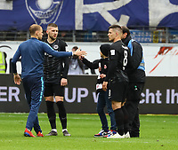 Flitzer macht ein Selfie mit Luka Jovic (Eintracht Frankfurt) und Ante Rebic (Eintracht Frankfurt)- 27.04.2019: Eintracht Frankfurt vs. Hertha BSC Berlin, 31. Spieltag Bundesliga, Commerzbank Arena DISCLAIMER: DFL regulations prohibit any use of photographs as image sequences and/or quasi-video.