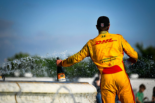 Ryan Hunter-Reay, Andretti Autosport Honda celebrates the win by getting in the Scott Fountain.