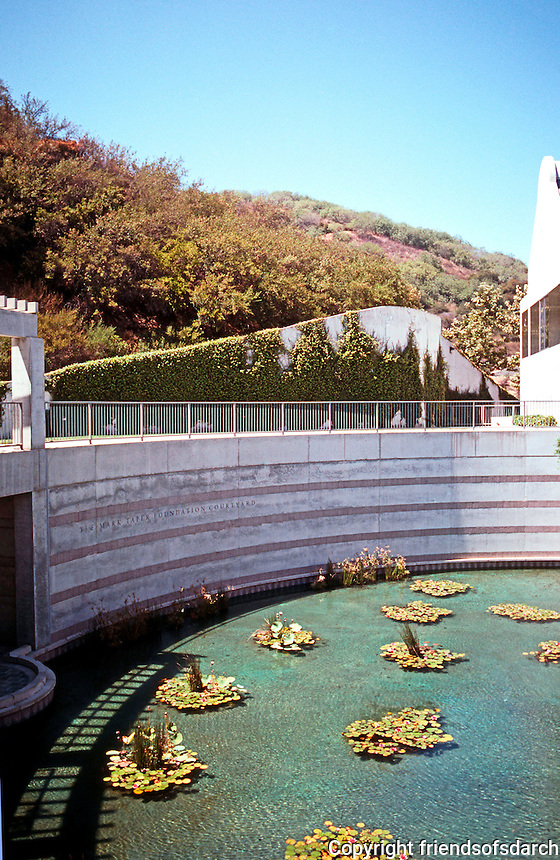 Moshe Safdie: Skirball Center. Reflecting Pool.