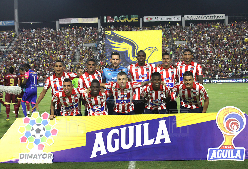 IBAGUÉ - COLOMBIA, 27-11-2019: Formación del Atlético Junior ante el Deportes Tolima  durante partido por los cuadrangulares semifinales de la Liga Águila II 2019 entre Deportes Tolima   y el AtléticoJunor jugado en el estadio Manuel Murillo Toro de la ciudad de Ibagué. / Team of  Atletico JunIor  agaisnt of Deportes Tolima during  match for the quadrangular semifinals as part of Aguila League II 2019 between Deportes Tolima   and Atletico Junior played at Manuel Murillo Toro stadium in in Ibague city. Photo: VizzorImage / Felipe Caicedo / Staff