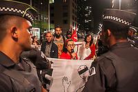 SÃO PAULO, SP, 23.09.214 - DIA PROTESTO/ FARSA ELEITORAL/ PAULISTA - Um grupo de manifestantes realiza protesto contra a farsa eleitoral e a repressão policial em manifestações, na praça do Ciclista com destino a Praça da República, no começo da noite desta terça-feira (23), em São Paulo. (Foto: Taba Benedicto/ Brazil Photo Press)