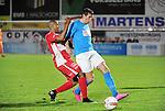 2015-10-31 / Voetbal / seizoen 2015-2016 / Hoogstraten VV - Tempo Overijse / Hamid Bouyfoulkitne (Hoogstraten) in de rug van Kevin Taelemans<br /><br />Foto: Mpics.be