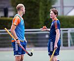 DEN HAAG - Seve van Ass met Billy Bakker, voor  de trainingswedstrijd hockey Nederland-Argentinie (1-2).  COPYRIGHT KOEN SUYK