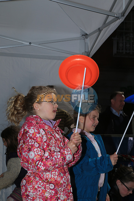 Emma Nolan spinning plates.during the arts festival in West street..Picture:  www.newsfile.ie ..