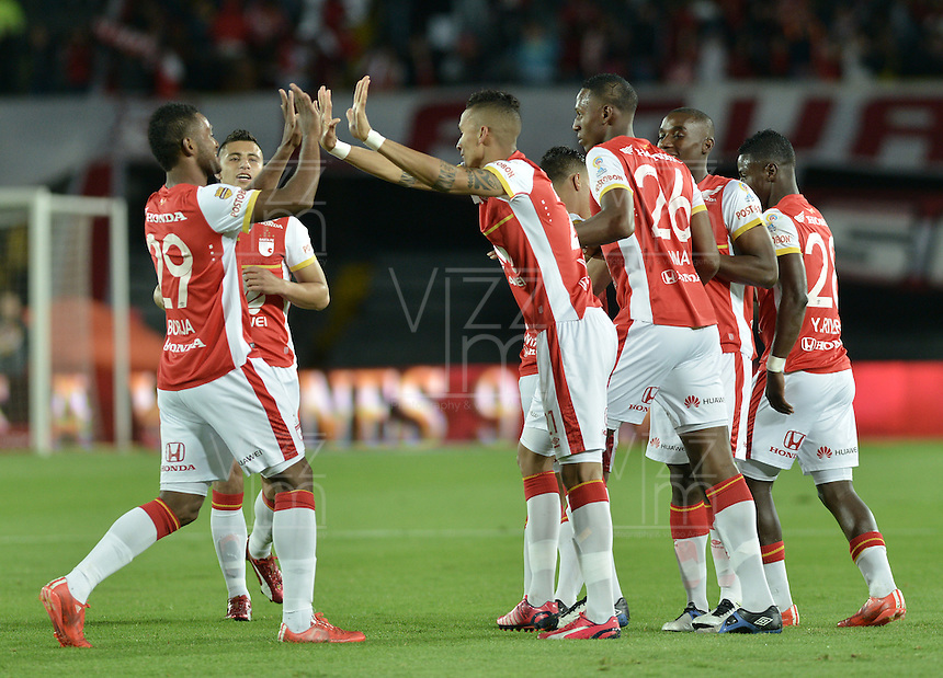 BOGOTÁ -COLOMBIA, 25-04-2015. Francisco Meza (DEr) jugador de Independiente Santa Fe celebra el gol anotado a Jaguares FC durante partido entre Independiente Santa Fe y Jaguares FC por la fecha 17 de la Liga Aguila I 2015 jugado en el estadio Nemesio Camacho El Campin de la ciudad de Bogota. / Francisco Meza (R) player of Independiente Santa Fe celebrates a scored goal to Jaguares FC during a match between Independiente Santa Fe and Jaguares FC for the 17th date of the Liga Aguila I 2015 played at Nemesio Camacho El Campin Stadium in Bogota city. Photo: VizzorImage/ Gabriel Aponte / Staff