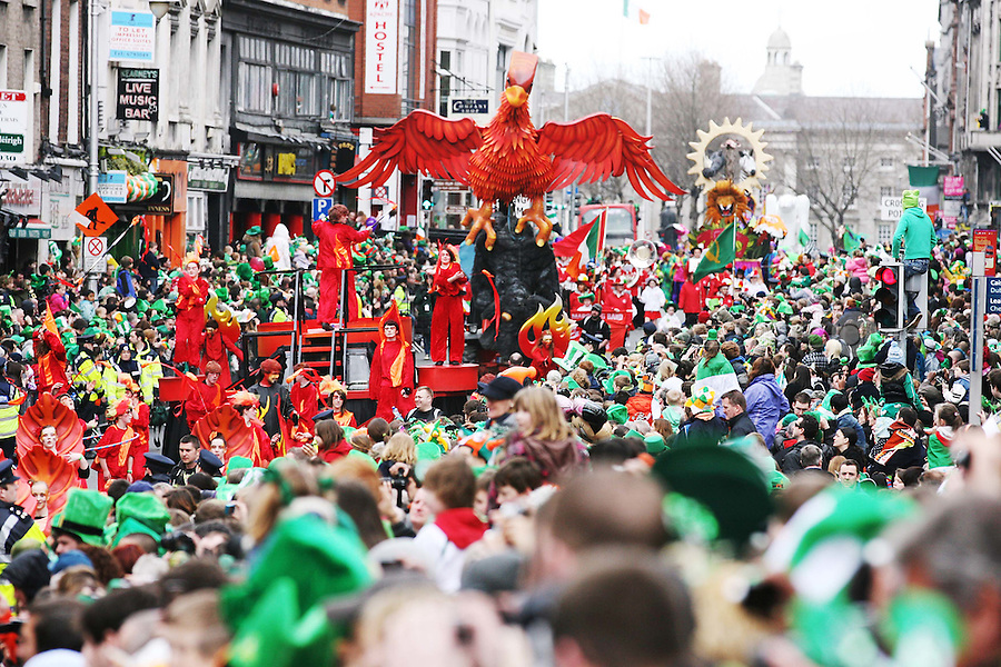 17/3/2011. ST PATRICKS DAY DUBLIN. Scenes from the Dublin St Patricks Day Parade, floats go by Dame St. Picture James Horan/Collins Photos
