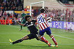 Atletico de Madrid´s Diego Godin (R) and  Chelsea´s Willian during Champions League semifinal first leg soccer match between Atletico de Madrid and Chelsea, at the Vicente Calderon stadium, in Madrid, Spain, April 22, 2014. (ALTERPHOTOS/Victor Blanco)