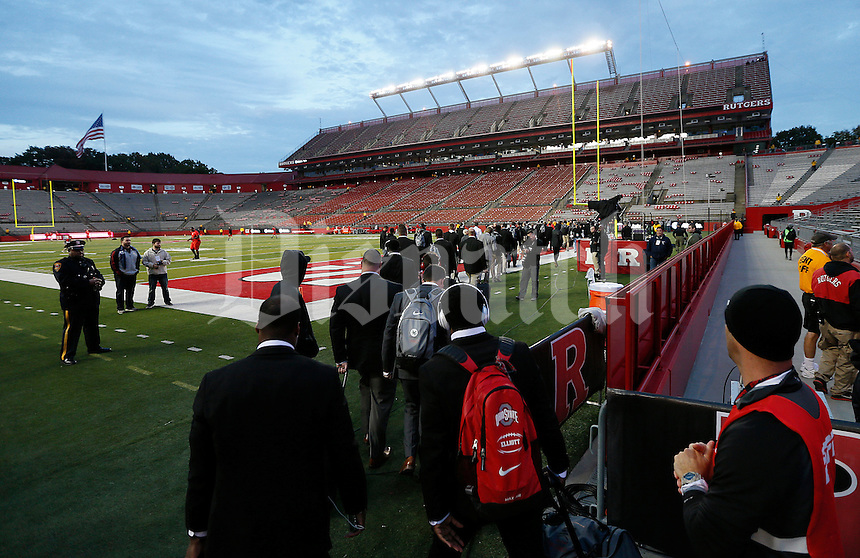 The Ohio State Buckeyes head into High Point Solutions Stadium before the college football game between the Rutgers Scarlet Knights and the Ohio State Buckeyes in Piscataway, NJ, Saturday night, October 24, 2015. The Ohio State Buckeyes defeated the Rutgers Scarlet Knights 49 - 7. (The Columbus Dispatch / Eamon Queeney)