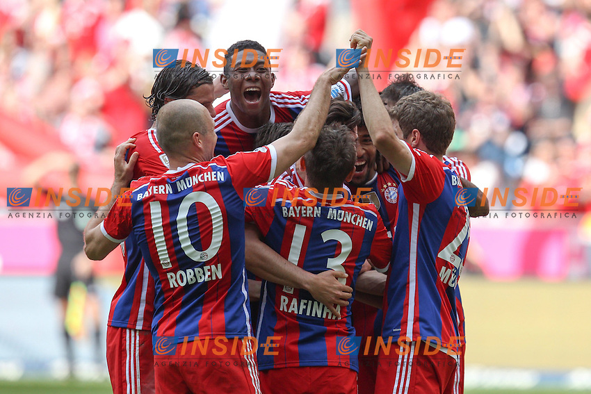 10.05.2014, Allianz Arena, Muenchen, GER, 1. FBL, FC Bayern Muenchen vs VfB Stuttgart, 34. Runde, im Bild Torjubel der Mannschaft (FC Bayern Muenchen) Claudio Pizzarro #14 (FC Bayern Muenchen) // during the German Bundesliga 34th round match between FC Bayern Munich and VfB Stuttgart at the Allianz Arena in Muenchen, Germany on 2014/05/10. EXPA Pictures © 2014, PhotoCredit: EXPA/ Eibner-Pressefoto/ Kolbert<br /> <br /> *****ATTENTION - OUT of GER***** <br /> Football Calcio 2013/2014<br /> Bundesliga 2013/2014 Bayern Campione Festeggiamenti <br /> Foto Expa / Insidefoto