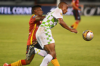 BARRANQUILLA- COLOMBIA -01 -08-2015: Cristian Mejia (Izq.) jugador de Uniautonoma disputa el balón con Jose Quiñonez (Der.) jugador de Boyaca Chico FC, durante partido entre Uniautonoma y Boyaca Chico FC, por la fecha 4 de la Liga Aguila II-2015, jugado en el estadio Metropolitano Roberto Melendez de la ciudad de Barranquilla. / Cristian Mejia (L) player of Uniautonoma vies for the ball with Jose Quiñonez (R) player of Boyaca Chico FC, during a match between Uniautonoma and Boyaca Chico FC, for the date 4 of the Liga Aguila II-2015 at the Metropolitano Roberto Melendez Stadium in Barranquilla city, Photo: VizzorImage  / Alfonso Cervantes / Cont.