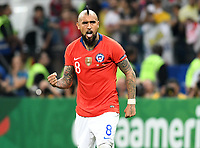 SAO PAULO – BRASIL, 28-06-2019: Arturo Vidal de Chile reacciona después de anotar gol en la tanda de penales definitorios durante partido por cuartos de final de la Copa América Brasil 2019 entre Colombia y Chile jugado en el Arena Corinthians de Sao Paulo, Brasil. / Arturo Vidal of Chile reacts after scoring in the shootout during the Copa America Brazil 2019 quarter-finals match between Colombia and Chile played at Arena Corinthians in Sao Paulo, Brazil. Photos: VizzorImage / Julian Medina / Cont /