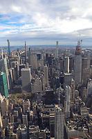 NOVA YORK, EUA, 10.10.2019 - TURISMO-EUA-<br /> Vista de Manhattan a partir do recém-renovado 102º andar do Observatório do Empire State Building em 10 de outubro de 2019 na cidade de Nova York. Abrindo ao público em 12 de outubro, o novo observatório no 102º andar fica a 500 metros acima do nível da rua e oferece vistas de 360 graus da cidade de Nova York. (Foto: William Volcov/Brazil Photo Press)