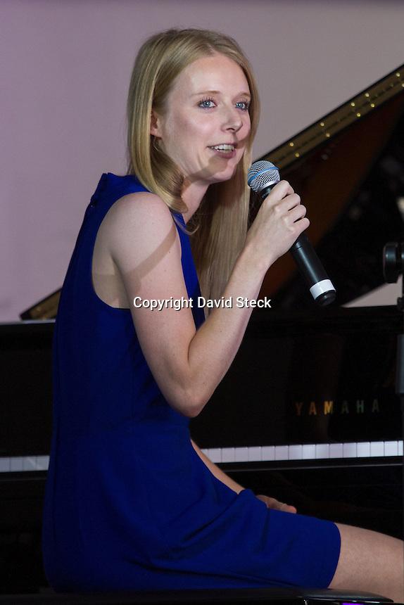 Quer&eacute;taro, Qro. 15 de JuLio de 2015.  - &quot;Vera Marijt Trio&quot;, grupo de jazz formado entre m&uacute;sicos internacionales quienes tienen su base en Quebec, Canad&aacute;, abrieron el &quot;Festival Internacional Jazz de Verano&quot; en Plaza de Armas.<br /> <br /> Foto: David Steck Obture