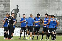 TREINO CORINTHIANS - SAO PAULO, 21 DE JANEIRO DE 2014 -  O tecnico Mano Menezes durante o treino de hoje,  no Ct. Dr. Joaquim grava, na zona leste da capital. foto: Paulo Fischer/Brazil Photo Press.