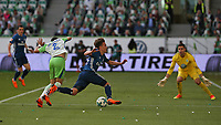 28.04.2018, Football 1. Bundesliga 2017/2018, 32.  match day, VfL Wolfsburg - Hamburger SV, in Volkswagen Arena Wolfsburg.  William (Wolfsburg) foult Gian-Luca Waldschmidt (Hamburg)  *** Local Caption *** © pixathlon<br /> <br /> +++ NED out !!! +++<br /> Contact: +49-40-22 63 02 60 , info@pixathlon.de
