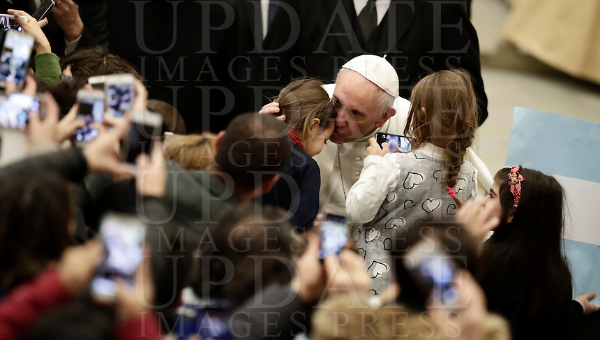 Papa Francesco bacia dei bambini al termine dell'Udienza Generale del mercoledi' in aula Paolo VI, Citta' del Vaticano, 11 gennaio 2017.<br /> Pope Francis kisses children at the end of his weekly general audience in Paul VI Hall at the Vatican on January 11, 2017.<br /> UPDATE IMAGES PRESS/Isabella Bonotto<br /> <br /> STRICTLY ONLY FOR EDITORIAL USE