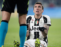 Calcio, Serie A: Juventus vs Roma. Torino, Juventus Stadium,17 dicembre 2016. <br /> Juventus&rsquo; Mario Mandzukic argues with referee Daniele Orsato during the Italian Serie A football match between Juventus and Roma at Turin's Juventus Stadium, 17 December 2016.<br /> UPDATE IMAGES PRESS/Isabella Bonotto