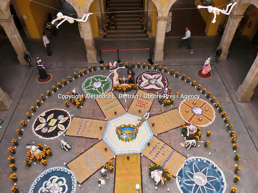 Querétaro, Qro. 29 de octubre 2015. Aspectos del altar de muertos instalado en el Palacio Municipal de Querétaro. Foto: Alejandra L. Beltrán / Obture Press Agency,