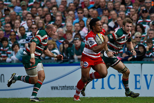 16.04.2011.  Eliota Fuimaono-Sapolu breaks the leicester defence to score.  Aviva Premiership Rugby Union from Welford Road on 16th April 2011.  Final score: Leicester Tigers 41-41 Gloucester Rugby.