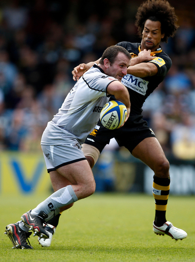Photo: Richard Lane/Richard Lane Photography. London Wasps v Leicester Tigers. Aviva Premiership. 18/09/2010. Tigers' George Chuter is tackled by Wasps' Richard Haughton.