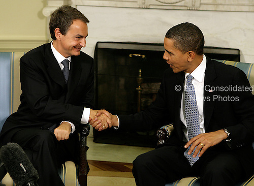 Washington, DC - October 14, 2009 -- United States President Barack Obama (R) shakes hands with Prime Minister Jose Luis Rodriguez Zapatero of Spain in the Oval Office of the White House in Washington, DC on Tuesday, October 13, 2009. .Credit: Yuri Gripas / Pool via CNP
