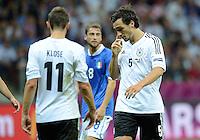 FUSSBALL  EUROPAMEISTERSCHAFT 2012   HALBFINALE Deutschland - Italien              28.06.2012 Miroslav Klose (li) und Mats Hummels (re, beide Deutschland) sind enttaeuscht