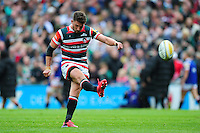 Owen Williams of Leicester Tigers kicks for the posts. Aviva Premiership match, between Leicester Tigers and Worcester Warriors on October 8, 2016 at Welford Road in Leicester, England. Photo by: Patrick Khachfe / JMP