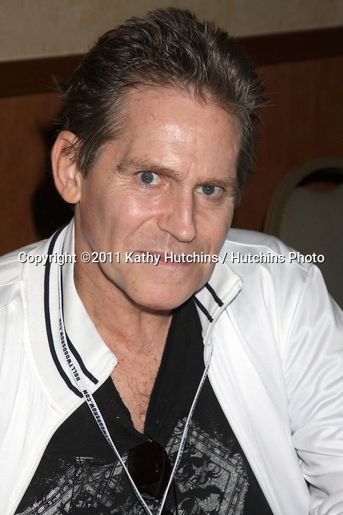 LOS ANGELES - OCT 10:  Jeff Conaway at the Hollywood Collector Show at Burbank Mariott Convention Center on October 10, 2009 in Burbank, CA