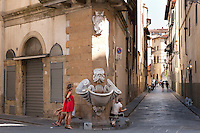 Piazza de' Frescobaldi, on the angle of Via Borgo San Jacopo and Via dello Sprone in the Altrarno district of Florence near 9Rosso boutique