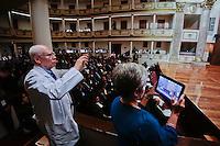 Querétaro, Qro. 22 OCTUBRE 2015.- El Secretario de Salud en el Estado, Alfreo Gobera Farro, encabezó la ceremonia del Día del Médico y entregó reconocimientos a distinguidos ejecutores de la profesión. El evento fue realizado en las instalaciones del Teatro de la República.<br /> Foto: Victor Pichardo / Obture Press Agency