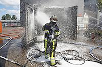 Den Bosch. Open dag van de Brandweer, de Politie en de Ambulancedienst. Er vinden diverse demonstraties plaats. De Brandweer laat zien hoe een brand geblust wordt.