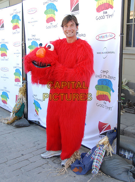 JERRY O'CONNELL .Attends The 14th Annual Camp Ronald McDonald Family Halloween Carnival held at Universal Studios Backlot in Universal City, California, USA, October 22nd 2006.full length red costume famcy dress fluffy furry elmo.Ref: DVS.www.capitalpictures.com.sales@capitalpictures.com.©Debbie VanStory/Capital Pictures