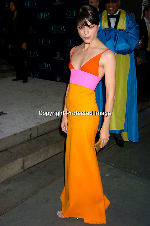 Selma Blair  ..at the  2004 CFDA Fashion Awards on June 7, 2004 at ..The New York Public Library.                                           Photo by Robin Platzer, Twin Images