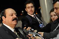 ATENÇÃO EDITOR: FOTO EMBARGADA PARA VEÍCULOS INTERNACIONAIS. - OSASCO, SP, 03 SETEMBRO DE 2012 – DEBATE REDETV – Candidato a prefeitura de São Paulo Levi Fidelix chega para debate que será realizado na noite desta segunda feira (03) pela RedeTV, na sede da emissora em Osasco. (FOTO: LEVI BIANCO / BRAZIL PHOTO PRESS).