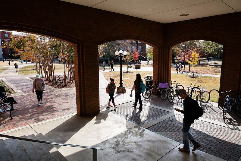 McCool arches: students walking.<br />   (photo by Megan Bean / &copy; Mississippi State University)