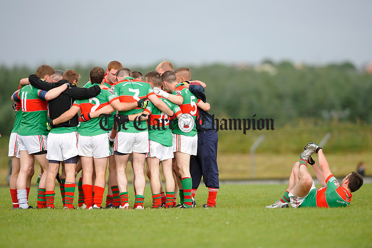 The Kilmurry team get together for a chat as Peter O Dwyer completes his stretchout before their Cusack Cup sem-final game against Miltown Malbay at Kilmihil. Photograph by John Kelly.