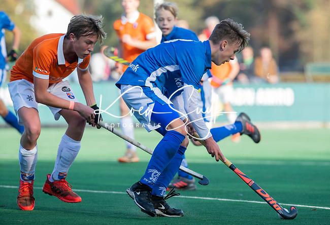 BLOEMENDAAL  -  Mats Gruter (Kampong)   met Lars Leistra (Bl'daal) competitiewedstrijd junioren  landelijk  Bloemendaal JB1-Kampong JB1 (4-3) . COPYRIGHT KOEN SUYK