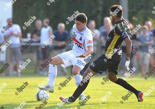 2013-07-06 / voetbal / seizoen 2013-2014 / Westerlo - Lokeren / Jarno Molenberghs (l) (Westerlo) probeert Dutra Sergio Junir (r) (Lokeren) af te houden