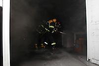 SAO PAULO, SP, 29-03-2014, INCENDIO MOOCA. Na manhã desse sabado(29),  incendio em uma empresa que fica na Rua Cel celso de Azevedo Marques nº 256  no bairro da Mooca. Cinco viaturas dos bombeiros atentedaram a ocorrencia, ainda não se sabe as causas do incendio, ninguém ficou ferido.  Luiz Guarnieri/ Brazil Photo Press.