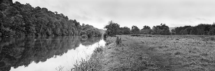 River Thames at dawn, Child Beale, Pangbourne, Berkshire, Uk