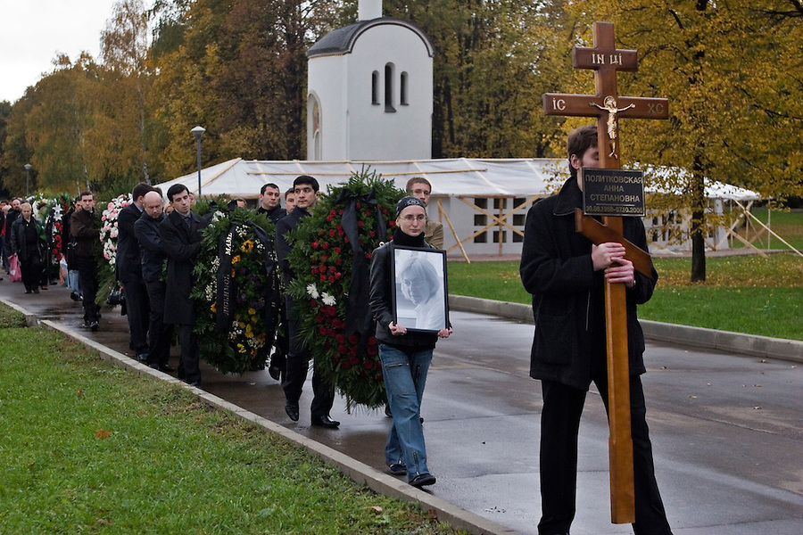 Moscow, Russia, 10/10/2006.The funeral of Anna Politkovskaya, Novaya Gazyeta journalist murdered in an apparent contract killing believed to be connected with her work.