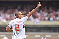 ATENÇÃO EDITOR: FOTO EMBARGADA PARA VEÍCULOS INTERNACIONAIS - SÃO PAULO, SP, 04 DE NOVEMBRO DE 2012 - CAMPEONATO BRASILEIRO - SÃO PAULO x FLUMINENSE: XXXXXXX durante partida São Paulo x Fluminense válida pela 34ª rodada do Campeonato Brasileiro de 2012 no Estádio do Morumbi. FOTO: LEVI BIANCO - BRAZIL PHOTO PRESS