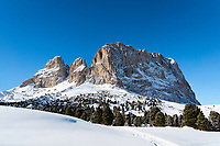 Italy, South Tyrol (Trentino - Alto Adige), Dolomites, near Selva di Val Gardena: winter scene with Sasso Lungo mountain at Sella Pass Road | Italien, Suedtirol (Trentino - Alto Adige), oberhalb von Wolkenstein in Groeden: Winterlandschaft am Langkofel an der Sella-Joch-Passstrasse