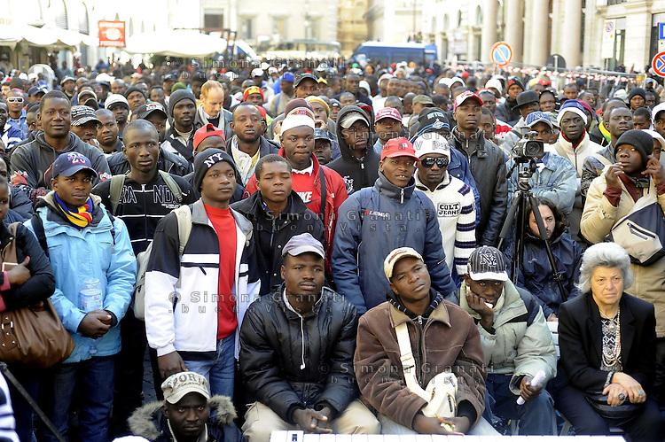 Roma, 19 Ottobre 2009.Piazza Santi Apostoli.Presidio di circa 3000 lavoratori africani residenti nel casertano per chiedere il permesso di soggiorno.Sit-in around 3000 workers in Caserta African residents to askthe residence permit
