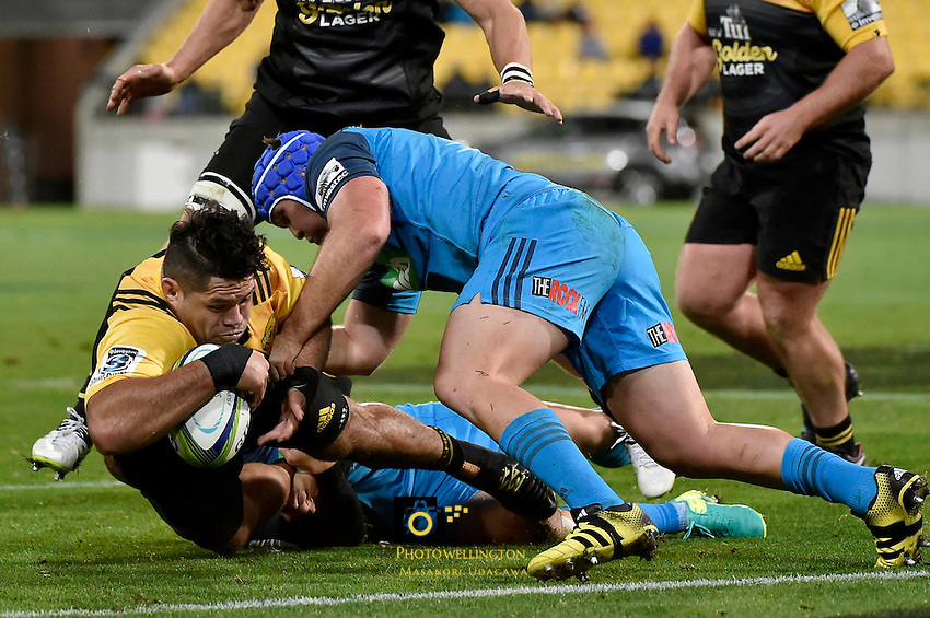 Hurricanes' Chris Eves in action during the Super Rugby - Hurricanes v Blues at Westpac Stadium, Wellington, New Zealand on Saturday 2 July 2016. <br /> Photo by Masanori Udagawa. <br /> www.photowellington.photoshelter.com.