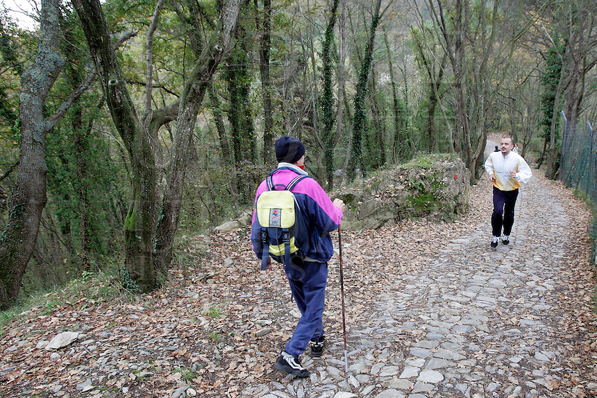 Escursionisti sul sentiero per San Fruttuoso.<br /> Hikers make their way along the path to San Fruttuoso.<br /> UPDATE IMAGES PRESS/Riccardo De Luca