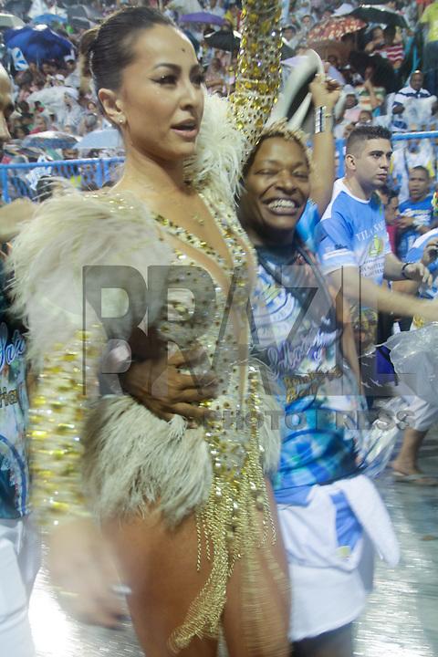 RIO DE JANEIRO; RJ; 20 DE JANEIRO 2013 - ENSAIOS TÉCNICOS CARNAVAL RJ - A rainha da Unidos da Vila Isabel, Sabrina Sato, na Sapucaí junto com Mart´nalia. FOTO: NÉSTOR J. BEREMLUM - BRAZIL PHOTO PRESS.