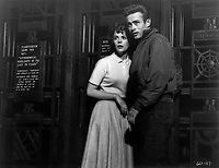 Rebel Without a Cause (1955) <br /> Natalie Wood &amp; James Dean<br /> *Filmstill - Editorial Use Only*<br /> CAP/KFS<br /> Image supplied by Capital Pictures