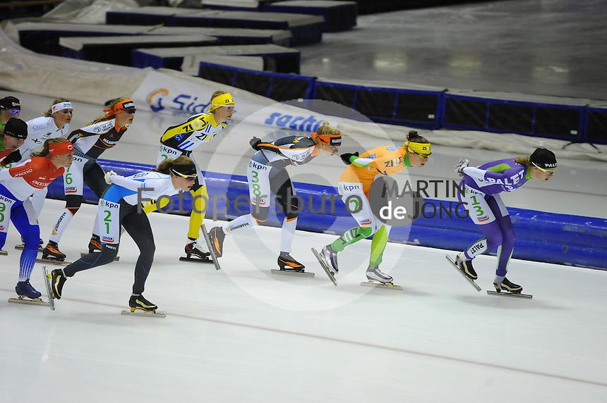 SCHAATSEN: HEERENVEEN: 25-10-2014, IJsstadion Thialf, Marathonschaatsen, KPN Marathon Cup 2, Jade van der Molen (#21), Carien Kleibeuker (#26), Lisa van der Geest (#38), Janneke Ensing (#2), Carla Ketellapper-Zielman (#13), ©foto Martin de Jong