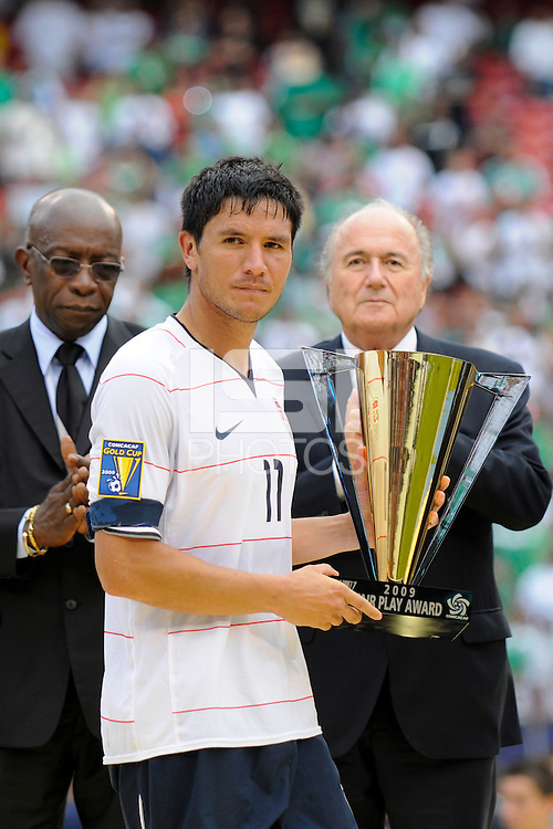 Brian Ching (11) of the United States (USA) with the Fair Play Award. Mexico (MEX) defeated the United States (USA) 5-0 during the finals of the CONCACAF Gold Cup at Giants Stadium in East Rutherford, NJ, on July 26, 2009.